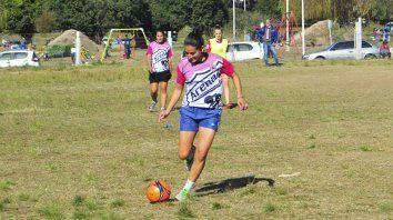 La capitana. Carolina Benke disfruta de momentos inolvidables con el fútbol Femenino en Paraná.