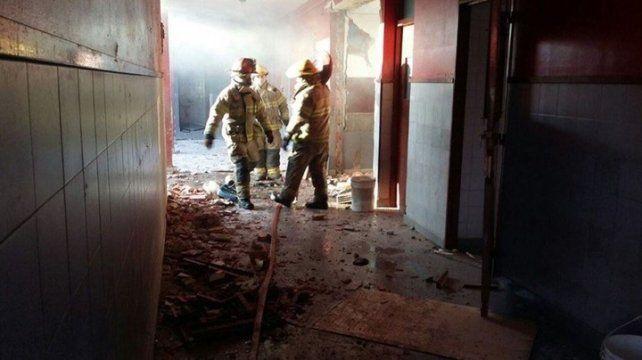 Explosión en una escuela mató a la directora y a un auxiliar