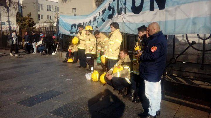 Bomberos voluntarios de todo el país abrazan el Congreso contra el ajuste y el desfinanciamiento