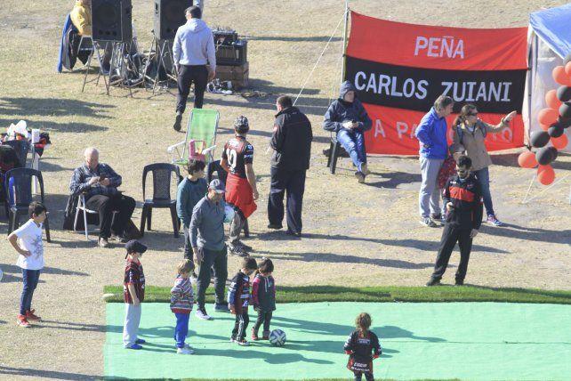 El pueblo Rojinegro y sus hinchas con sentido de pertenencia