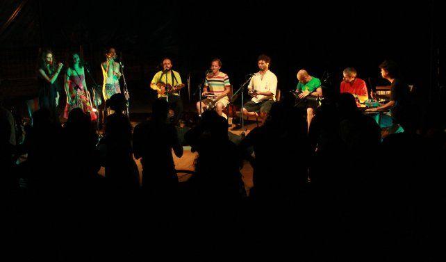Samba Na Esquina vuelve a tocar en Paraná para despedir el frío