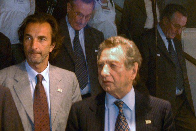 Ángelo Calcaterra con el padre Franco Macri
