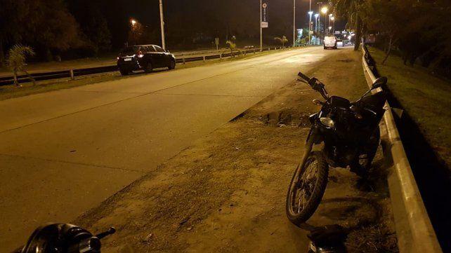 Quiso saltar un montículo de tierra en bici, se golpeó la cabeza y está grave