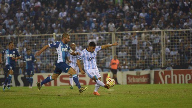 Atlético Tucumán empató con Racing en un partido lleno de emociones