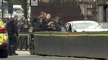 panico en londres: atropello con un auto a varias personas afuera del parlamento