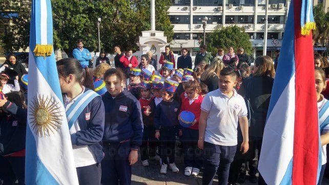 Alumnos y docentes rindieron homenaje al Libertador de América