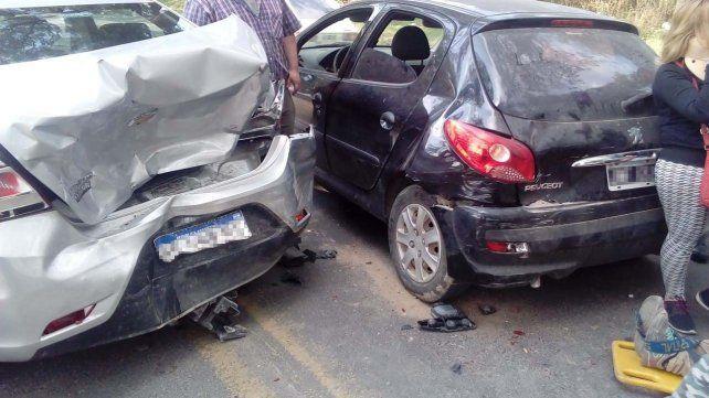 Violento choque en cadena frente a un super en avenida Almafuerte