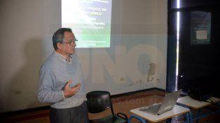 Daniel Verzeñassi advirtió que es muy necesario saber cómo se producen los alimentos.