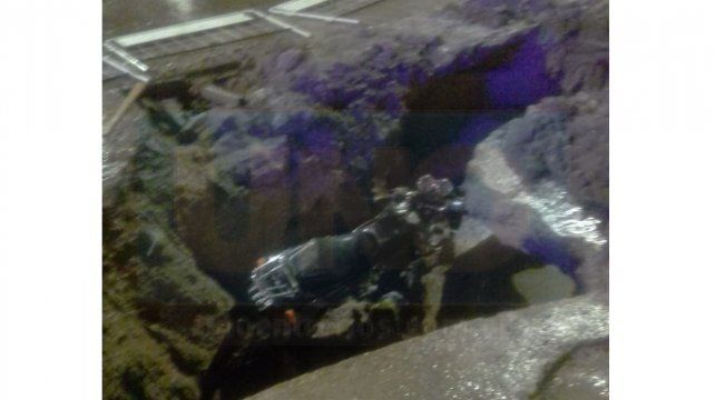Paraná: Dos autos y una moto cayeron en pozos señalizados por obras