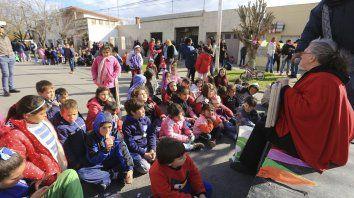 Bajo el sol. En el barrio Presidente Perón, desde la vecinal organizaron la fiesta y los chicos disfrutaron.