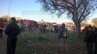 Una mujer está grave tras un choque frontal en avenida Almafuerte