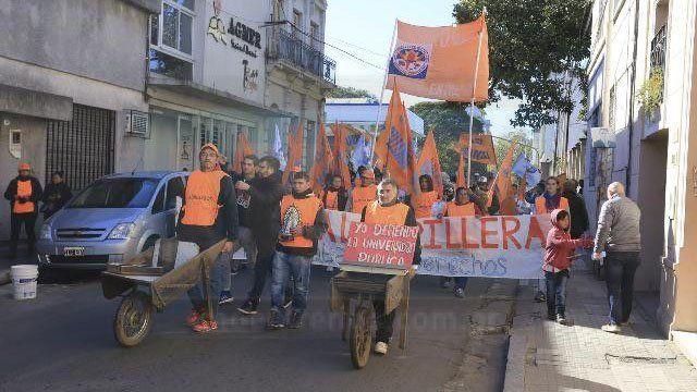 Ladrilleros protestaron frente a Casa de Gobierno en reclamo de trabajo digno y políticas para la actividad