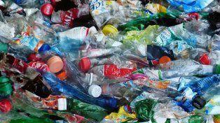 4Es lo que se paga por el kilo de botella plástica cristal