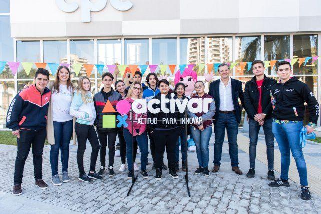 Les estudiantes junto al vicegobernador de Entre Ríos.