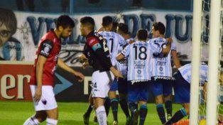 Colón perdió con Atlético en su visita a Tucumán
