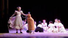 su mochila de oxigeno no le impidio bailar y milagros brillo en el escenario