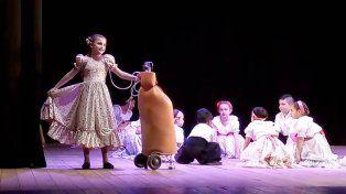 Su mochila de oxígeno no le impidió bailar y Milagros brilló en el escenario