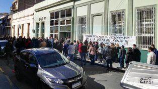 Trabajadores de IAPV protestaron en rechazo del recorte de fondos nacionales para viviendas