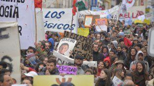 Paraná: Masiva marcha en defensa de la Universidad Pública