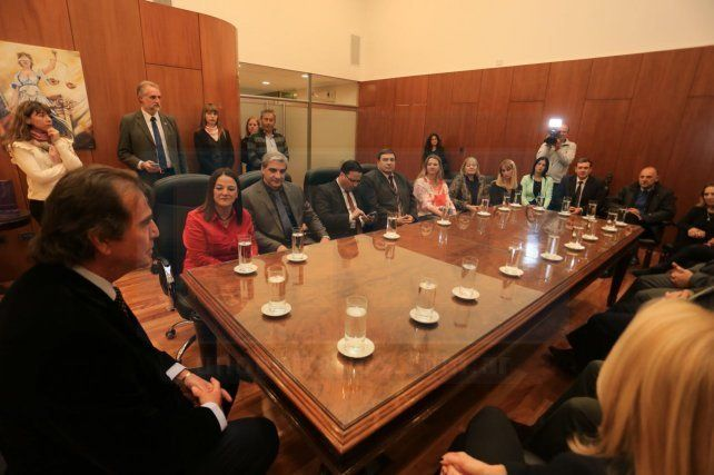 Saludos protocolares. Magistrados cruzaron información con el presidente del STJ. Foto: Diego Arias.