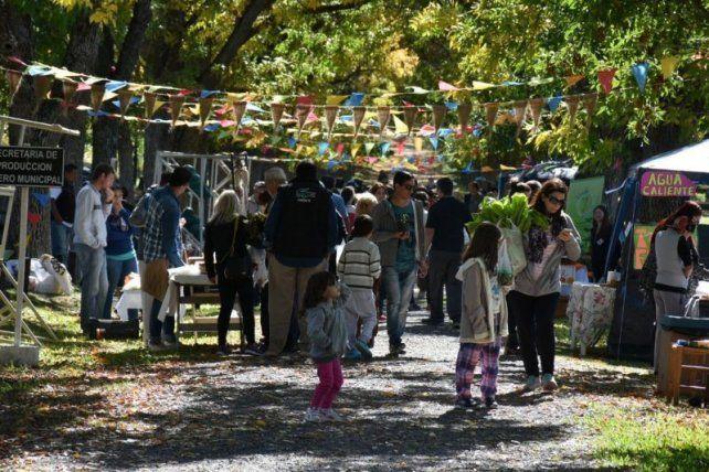 VISITAS. Cientos de paranaenses visitan los domingos desde las 9 el predio ubicado en el acceso Norte.