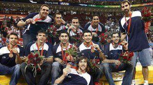 De bronce. Manu al lado de Paolo Quinteros. Argentino ganó la Medalla de Bronce en los Juegos de Beijing 2008.