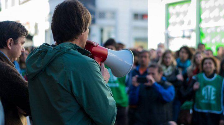 Mario el lunes hablando en la protesta.