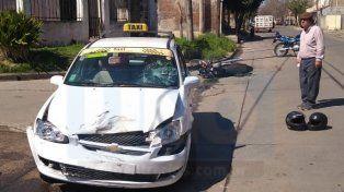 Violento choque con dos mototiclistas heridos