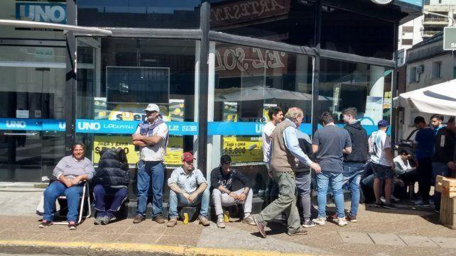 Madrugadores: Fanáticos del TC esperan para canjear sus cupones por una entrada
