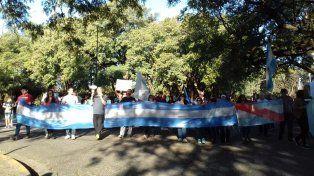 Trabajadores despedidos de Agroindustria escracharon la casa de Etchevehere