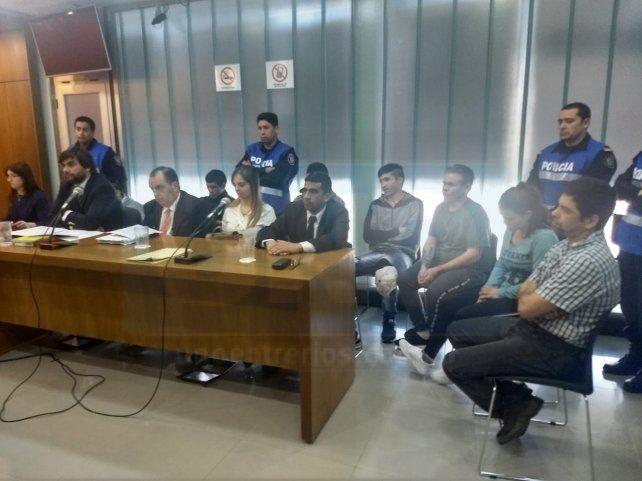 Responsabilidades. Los siete imputados admitieron vender drogas en El Volcadero. Foto: Javier Aragón.