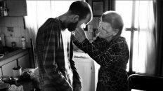 Fabián junto a Bety, su madre, quien secaba sus lágrimas y le daba fuerzas constantemente