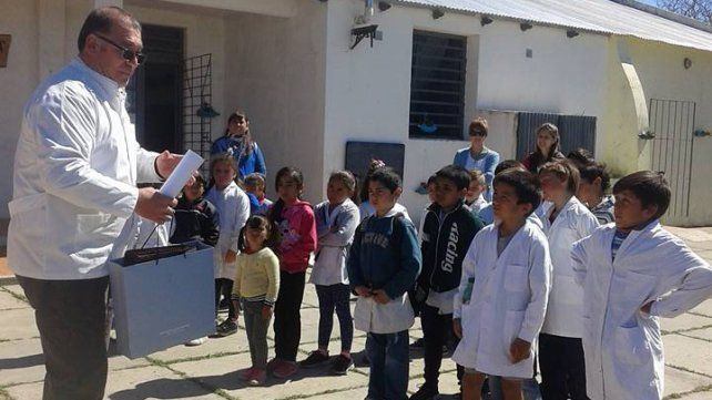 El profesor con los alumnos.