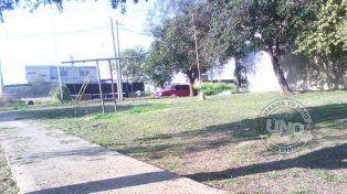Plaza sin juegos, sin plantas, sin luces, sin cuidado municipal