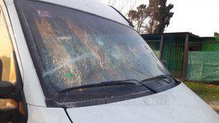 Dañada e incendiada. La mujer primero rompió los vidrios con el bate y luego provocó el foco ígneo.