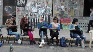 Estudiantes de la Toma en Ciencias de la Educación exigen una reunión con el rector de la UNER