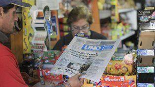 Al grito de diario Víctor Taborda acerca las primeras noticias a las familias paranaenses
