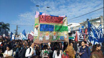 contra el ajuste: docentes entrerrianos ya estan frente al congreso