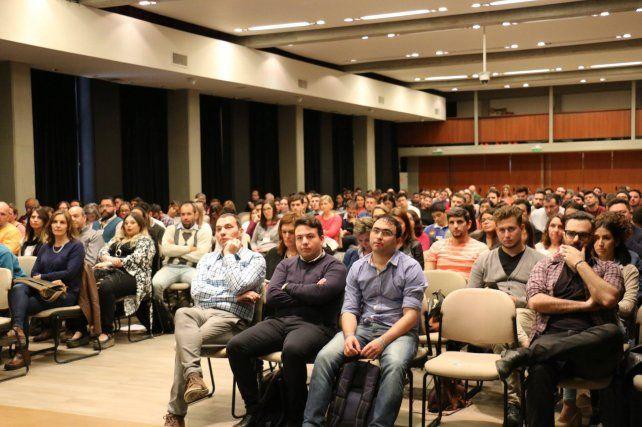Un día para debatir acerca de redes sociales y comunicación digital en Paraná
