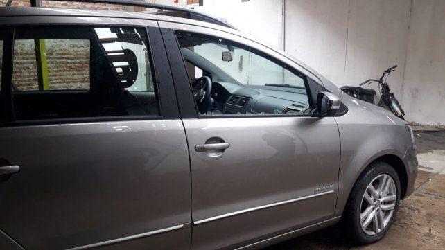 Escena. El vehículo en el que iba la víctima al momento de ser atacada.