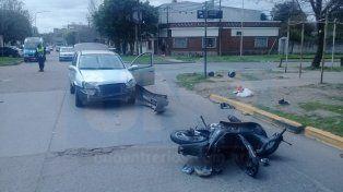 Lesiones muy graves. La pareja que iba en la moto terminó internada en el San Martín.