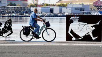 polemica en espana por esculturas con imagenes de sexo explicito en plena calle