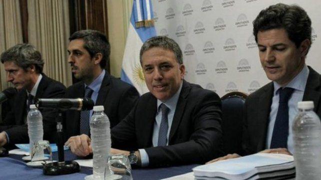 Dujovne desmintió que el Gobierno analice dolarizar la economía