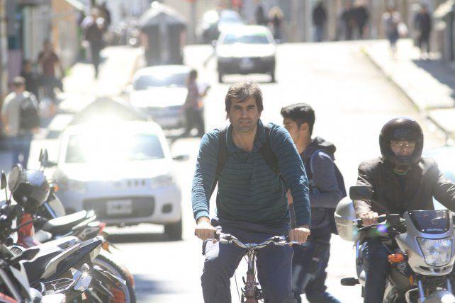 Matías Ruiz disfruta cada vez que sale a pedalear por las calles de Paraná.