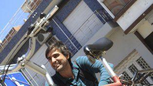 Asegura que eligió la bicicleta para evitar la locura del auto en Paraná.