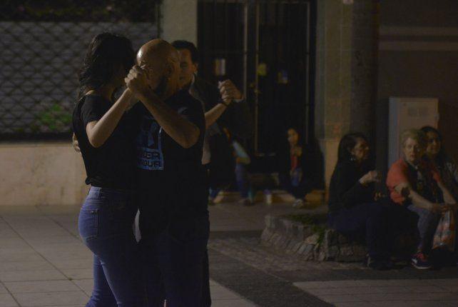 En primavera el tango florece al aire libre en Paraná
