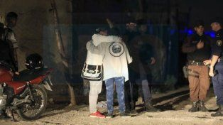 Secuelas de un crimen: dos amigas se pelearon, se apuñalaron e hirieron a un policía