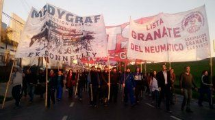 Con fuerte presencia de Gendarmería comienza la movilización hacia la plaza de Mayo