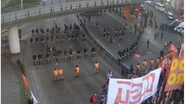 Con fuerte presencia de Gendarmería comienza la movilización hacia la plaza de Mayo, en Buenos Aires