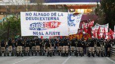 con fuerte presencia de gendarmeria comienza la movilizacion hacia la plaza de mayo, en buenos aires